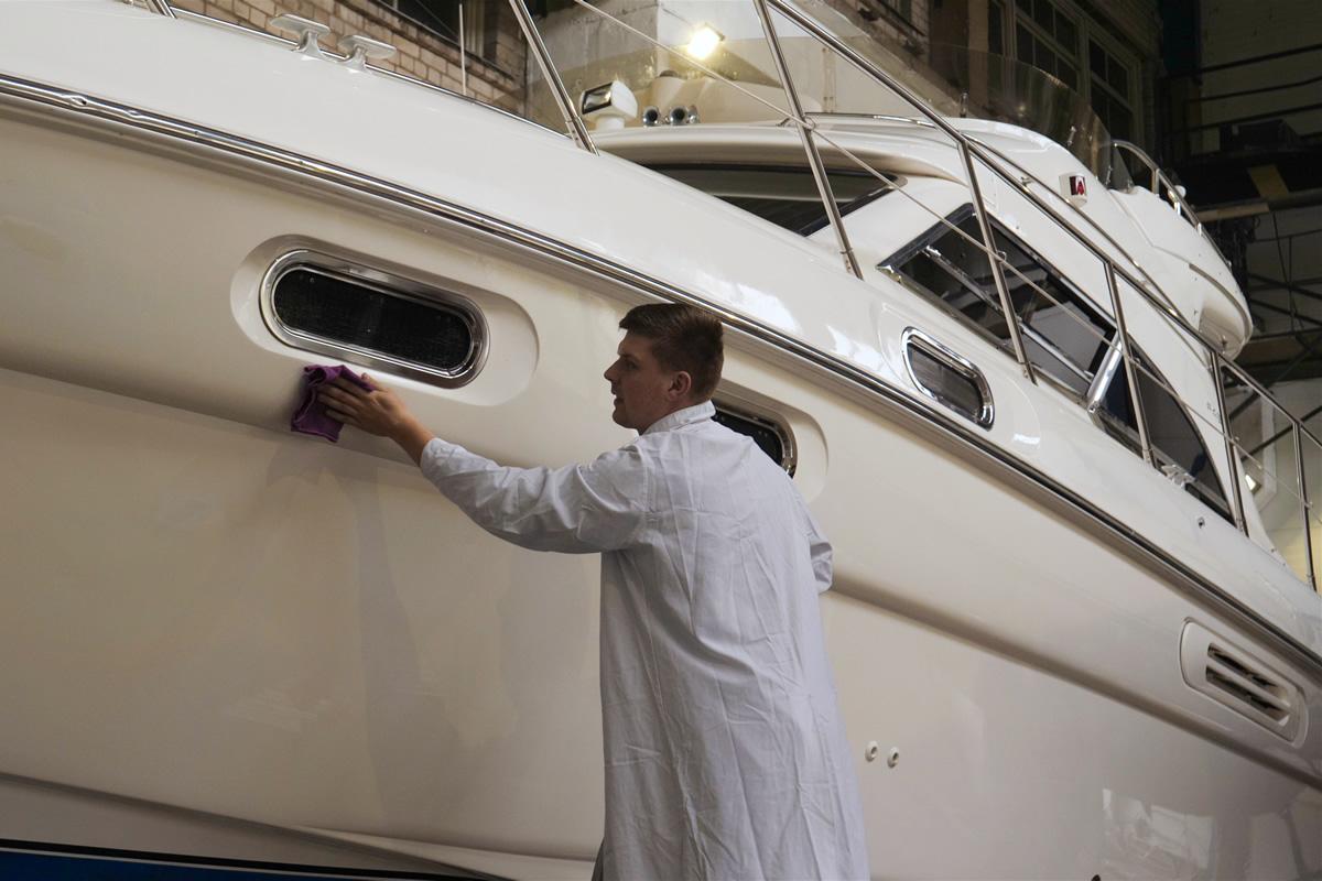 Service und Wellness für Ihr Boot beim Boots-Center-Limmer